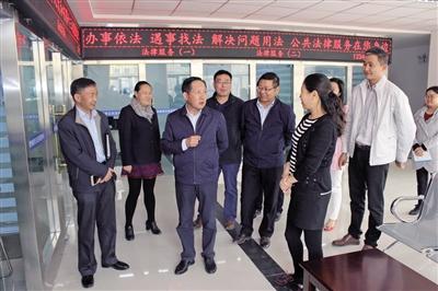 海西州委副书记,政法委书记王敬斋在德令哈市检查指导政法工作