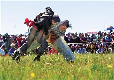 民族风情摔跤比赛.海西蒙古族藏族自治州文体旅游广电局供图