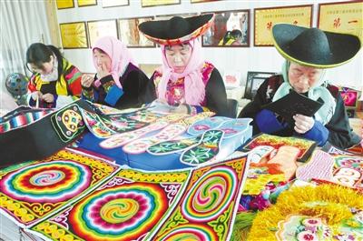 土族盤繡,帶動互助貧困婦女增收
