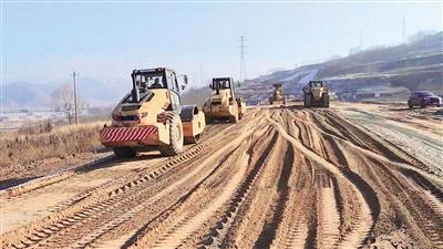 西互一级公路改扩建前期工程进入土方回填阶段