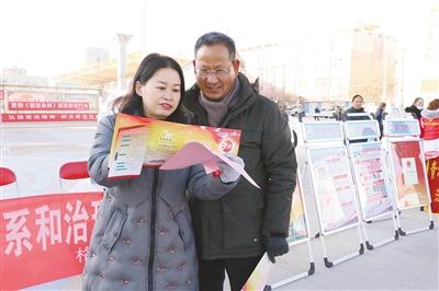 格尔木市开展国网易彩票客户端家宪法日宣传活动