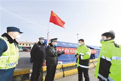 党旗在疫情防控一线高高飘扬