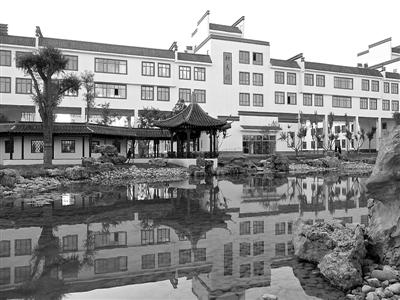进投资上亿元的西宁市第二十一中学,让人有种进入江南公园的感觉.图片