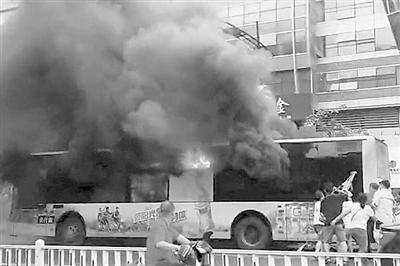 """杭州""""7·5""""公交纵火案嫌疑人今日受审"""