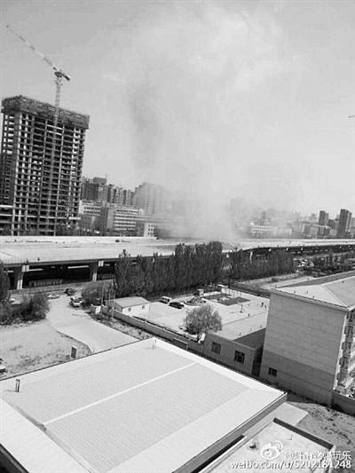 呼和浩特一高架桥发生坍塌