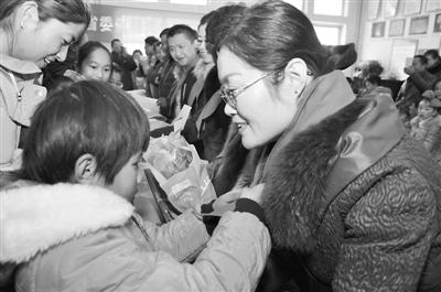 """近日,西宁市人民街团工委在原西宁市聋哑学校开展了""""春暖童心 圆梦图片"""