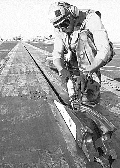 美国航母飞机起飞