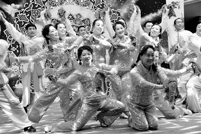 青藏铁路开行 今年首列旅游列车
