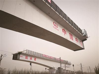 青藏高原首座:格库铁路转体梁桥合龙