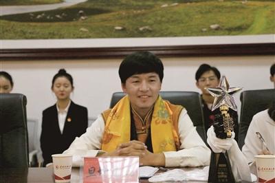 2012年,旦增尼玛考入青海民族大学,毕业之后留校,成为学校团委干事